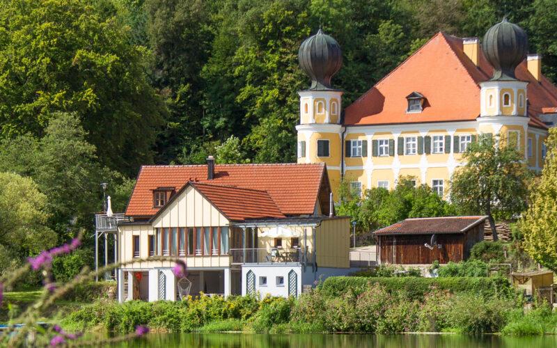 Blick auf Schloss Rampsau